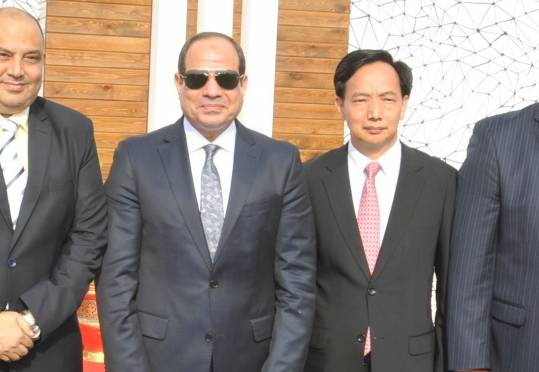 The owners of the company from the Egyptian and Chinese sides with the President of the Republic